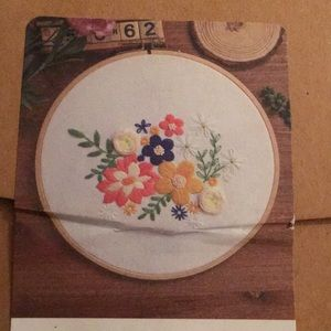 Embroidery craft set, floral embroidery kit, NWT